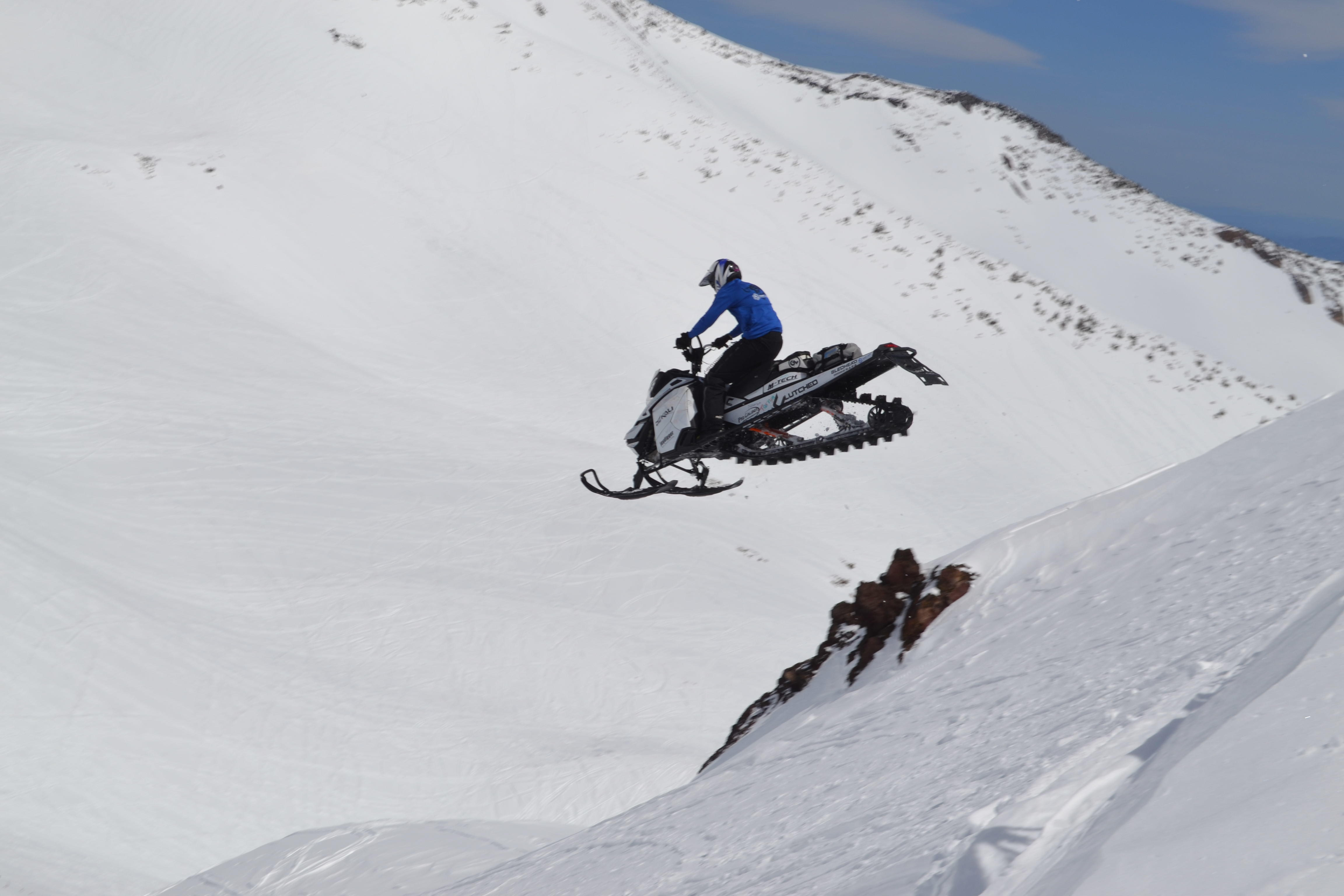 Cale Voos Clutched Films mountain sled big air w tunnel bag ... 2c2f38033