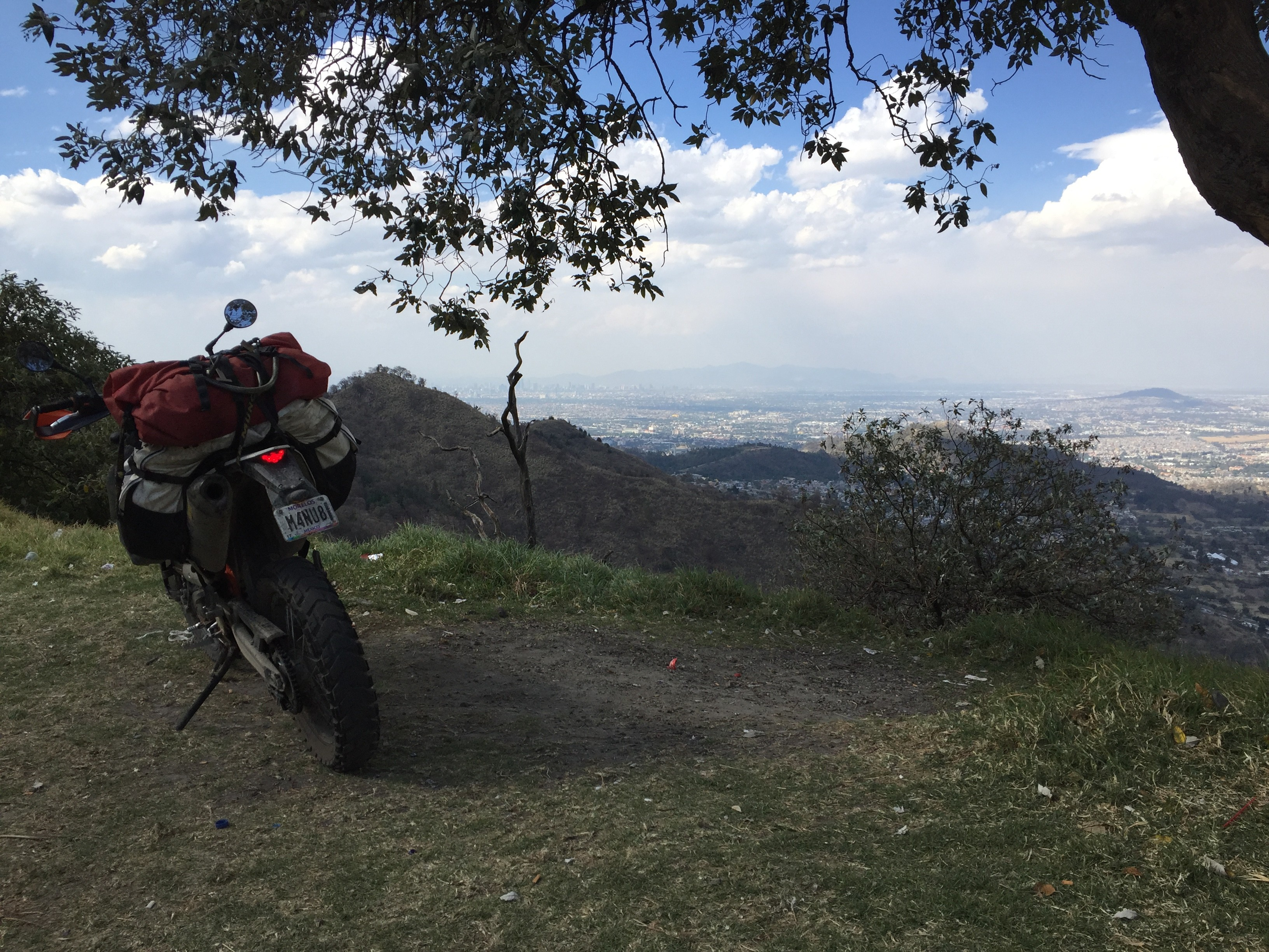 Giant Loop Coyote Saddlebag on KTM 690 Enduro